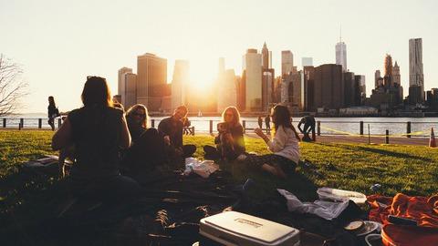 Ciência prova que quem tem mais amigos resiste melhor à dor