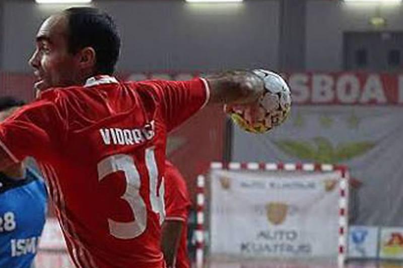 Benfica vence AC Fafe (26-24)