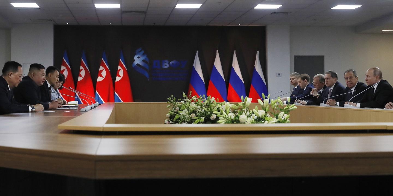 Putin diz que Coreia do Norte está pronta a avançar para a desnuclearização
