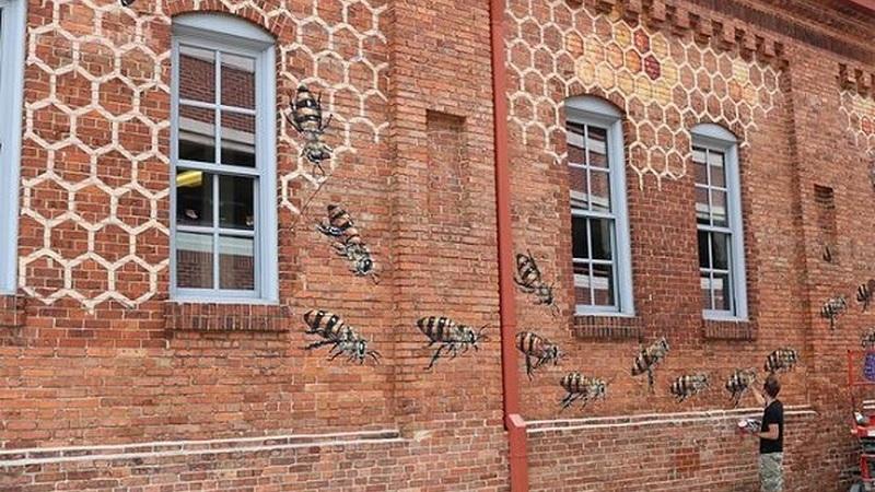 Este artista está numa missão: pintar 50 mil abelhas pelo mundo