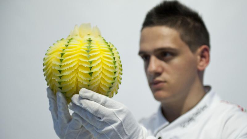 A arte de esculpir em fruta e vegetais, um dom do italiano Daniele Barresi
