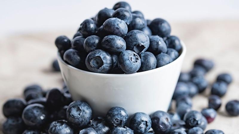 """Leve à mesa o """"rei dos antioxidantes"""" com estas receitas de mirtilo"""