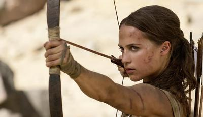 """""""Tomb Raider"""": Poster com Alicia Vikander abusou do Photoshop e fãs não perdoam"""