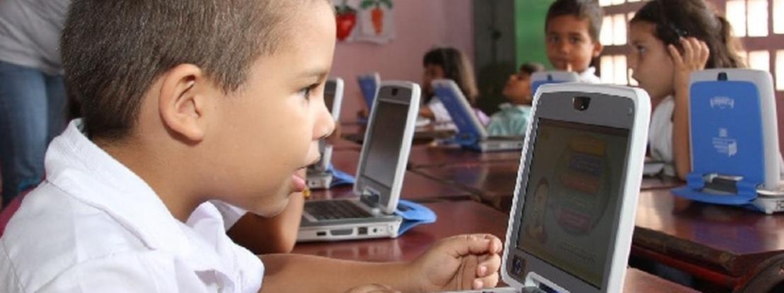 Governo pode considerar programa que garante computador e internet aos alunos. Será o regresso do e-Escola e do Magalhães?