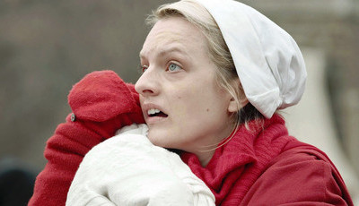 """Elisabeth Moss: Da Cientologia a """"The Handmaid's Tale"""" e à vitória nos Emmys"""