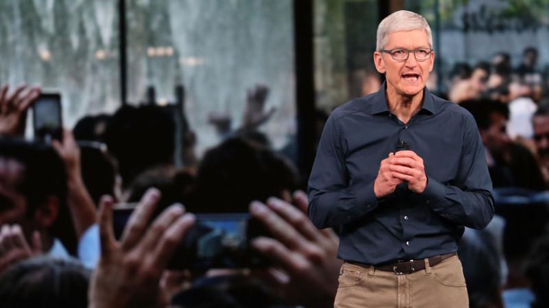 Tim Cook pede mais regulação para tecnologia para evitar «grandes males para a sociedade»