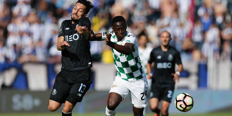 Dragão de ´barba rija e pelos nas ventas` tenta responder às manitas de Benfica e Sporting