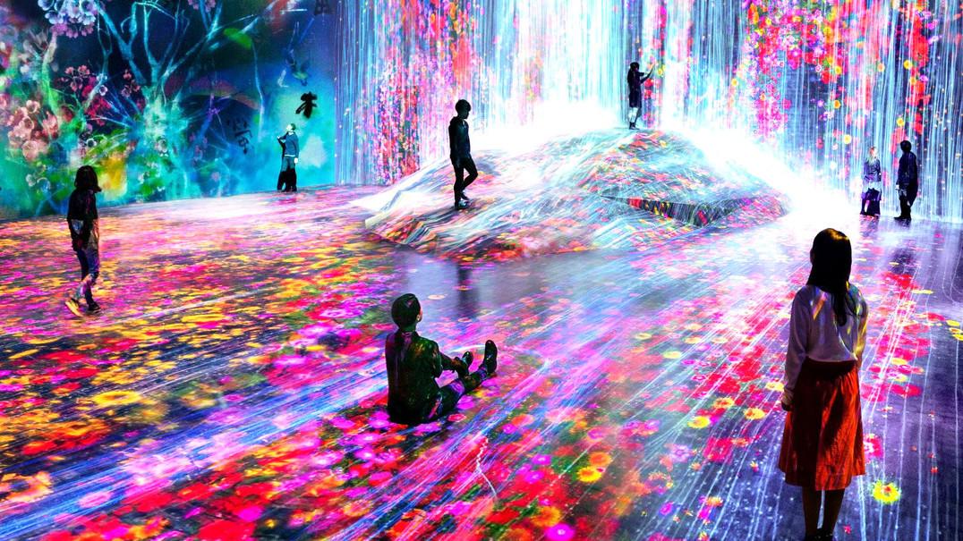 Museu com obras de arte interativas que reagem à presença dos visitantes