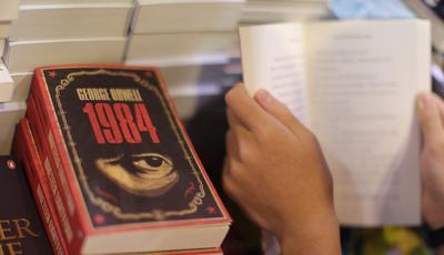 Livrarias estão a tornar-se centros de resistência a Donald Trump