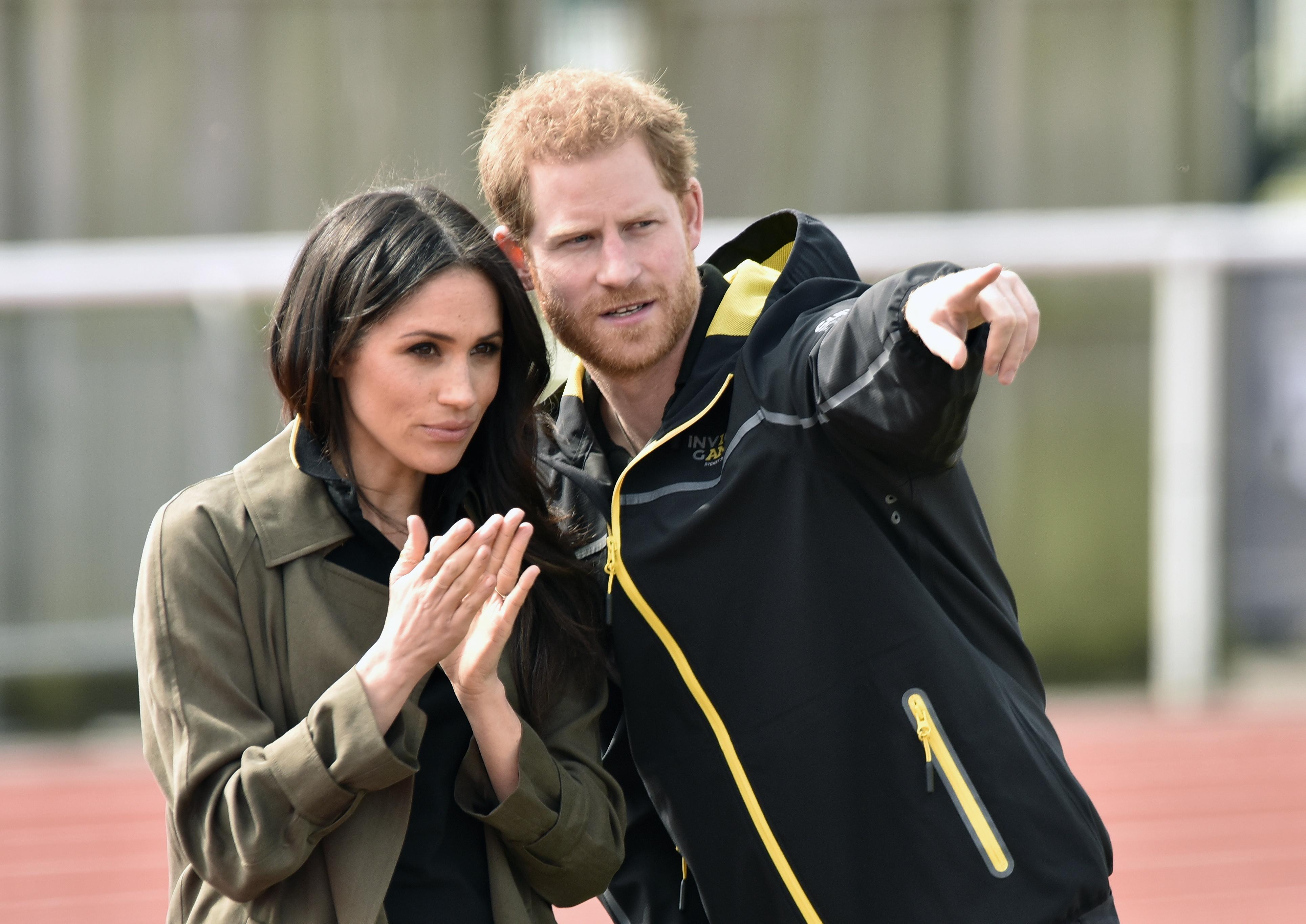 Príncipe Harry e Meghan renunciam aos títulos da realeza