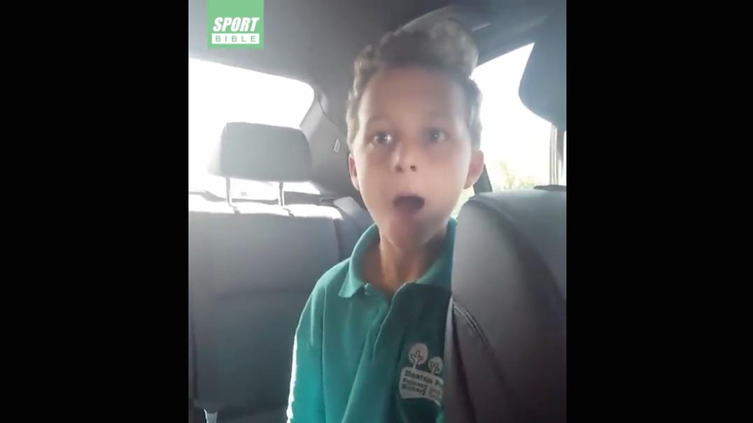 Pai surpreende filho com bilhetes para a final da Liga Europa