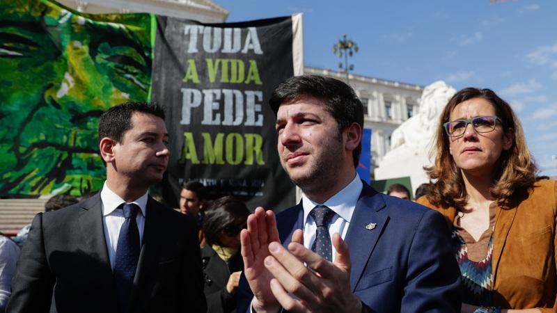 """Eutanásia. Líder do CDS cita Adriano Correia de Oliveira e afirma que o partido """"vai continuar a resistir"""""""