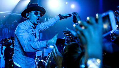 Coincidência? Vocalista dos Linkin Park morreu no dia de aniversário de Chris Cornell