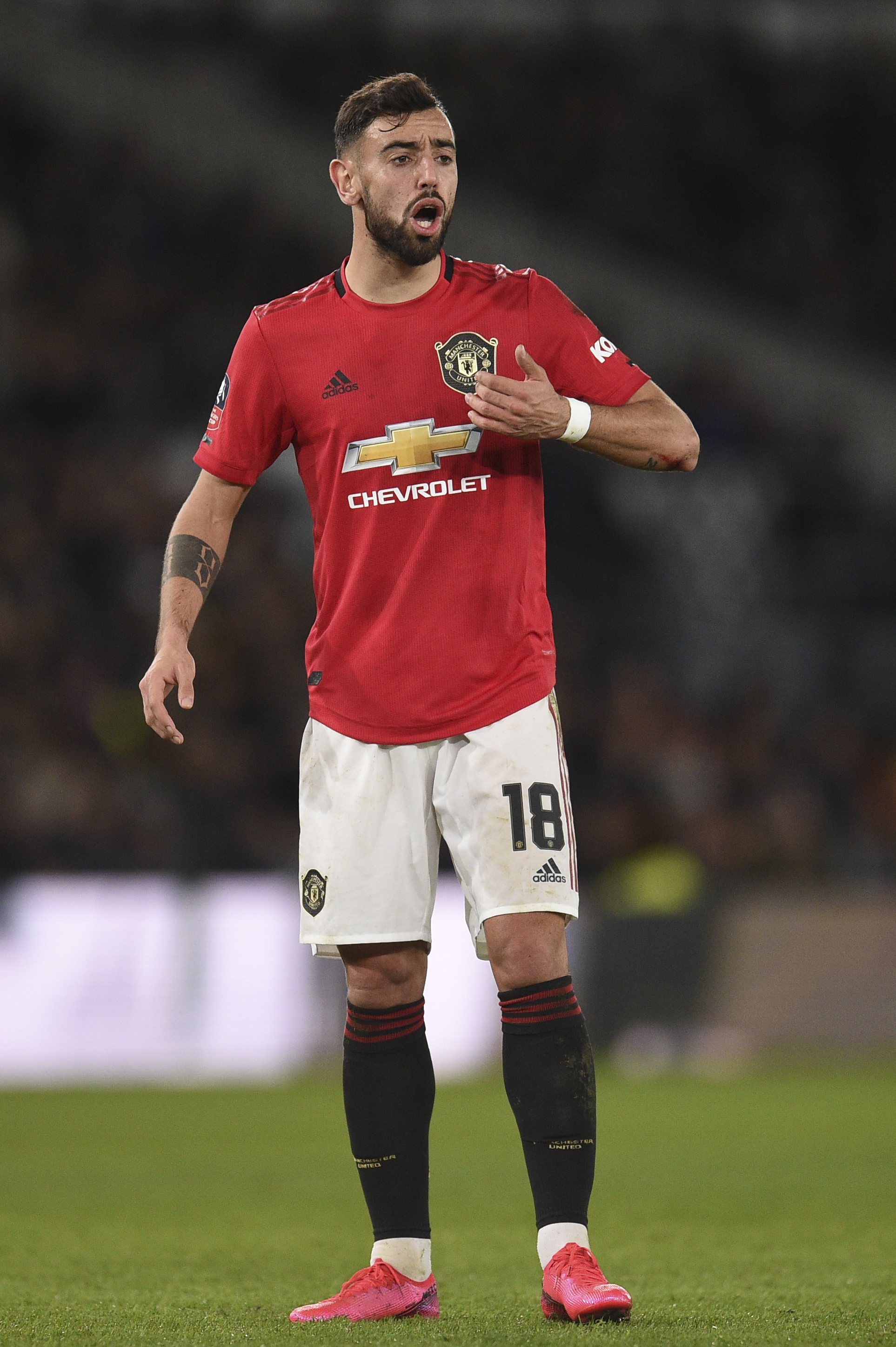 Capitão do Watford acredita que com Bruno Fernandes Pogba pode ficar no United