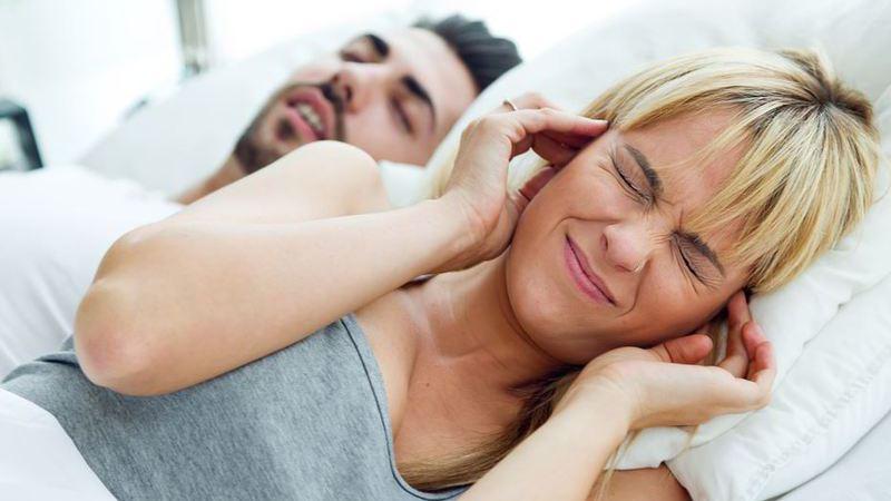 Casal: resolva incompatibilidades de sono