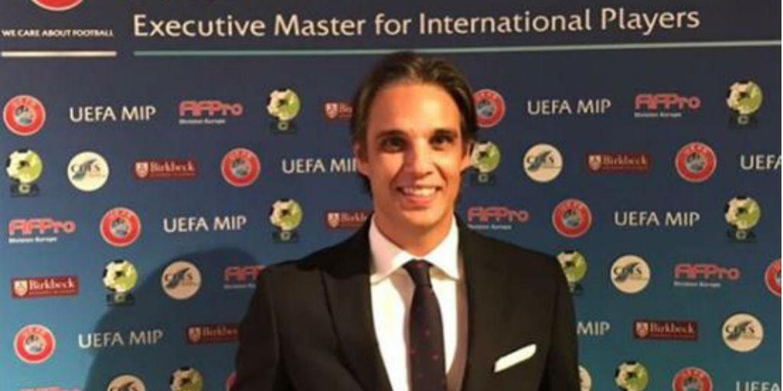 Nuno Gomes recebe diploma final da UEFA MIP