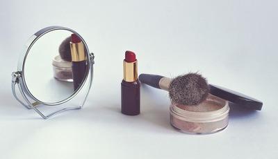 O perigo dos produtos de maquilhagem fora do prazo