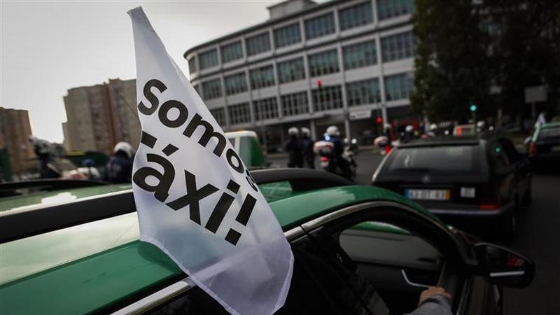 Lisboa. Pneus furados marcam o quarto dia de protestos dos táxis