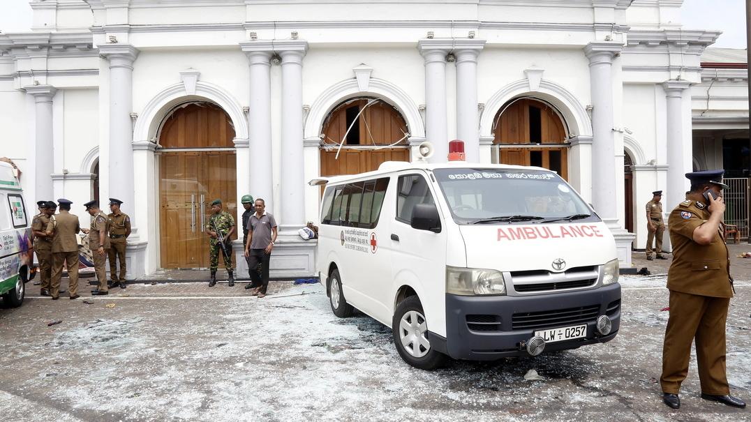 Filmado momento em que carrinha explodiu no Sri Lanka