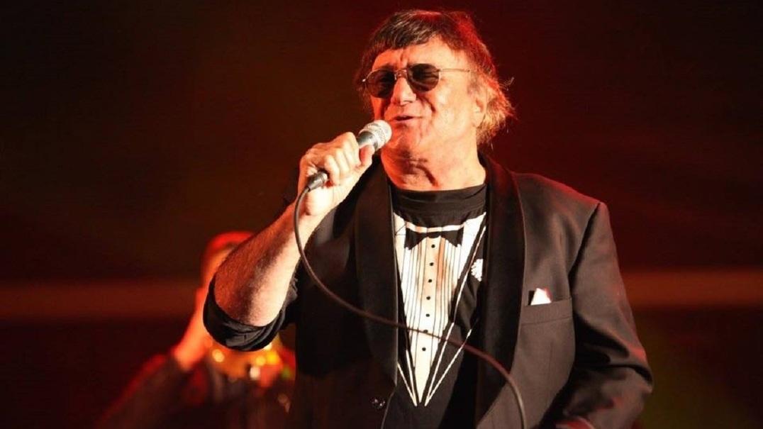 José Cid emocionado ao receber Grammy Latino em reconhecimento da sua carreira