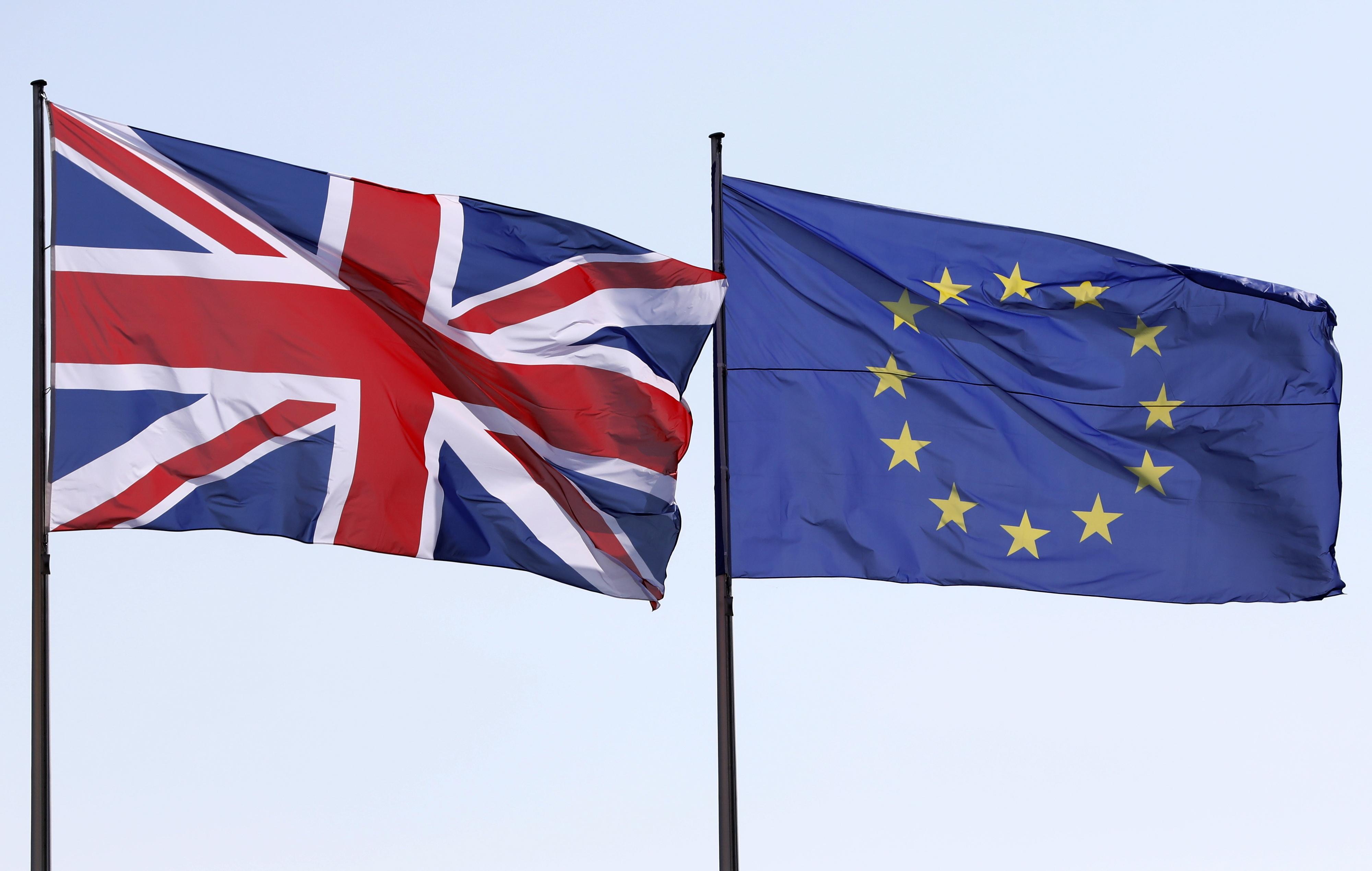 Brexit: Falta de comprovativo físico preocupa europeus com estatuto de residente