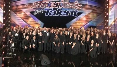 """""""Got Talent"""": coro imita som da chuva com as mãos e conquista jurados"""