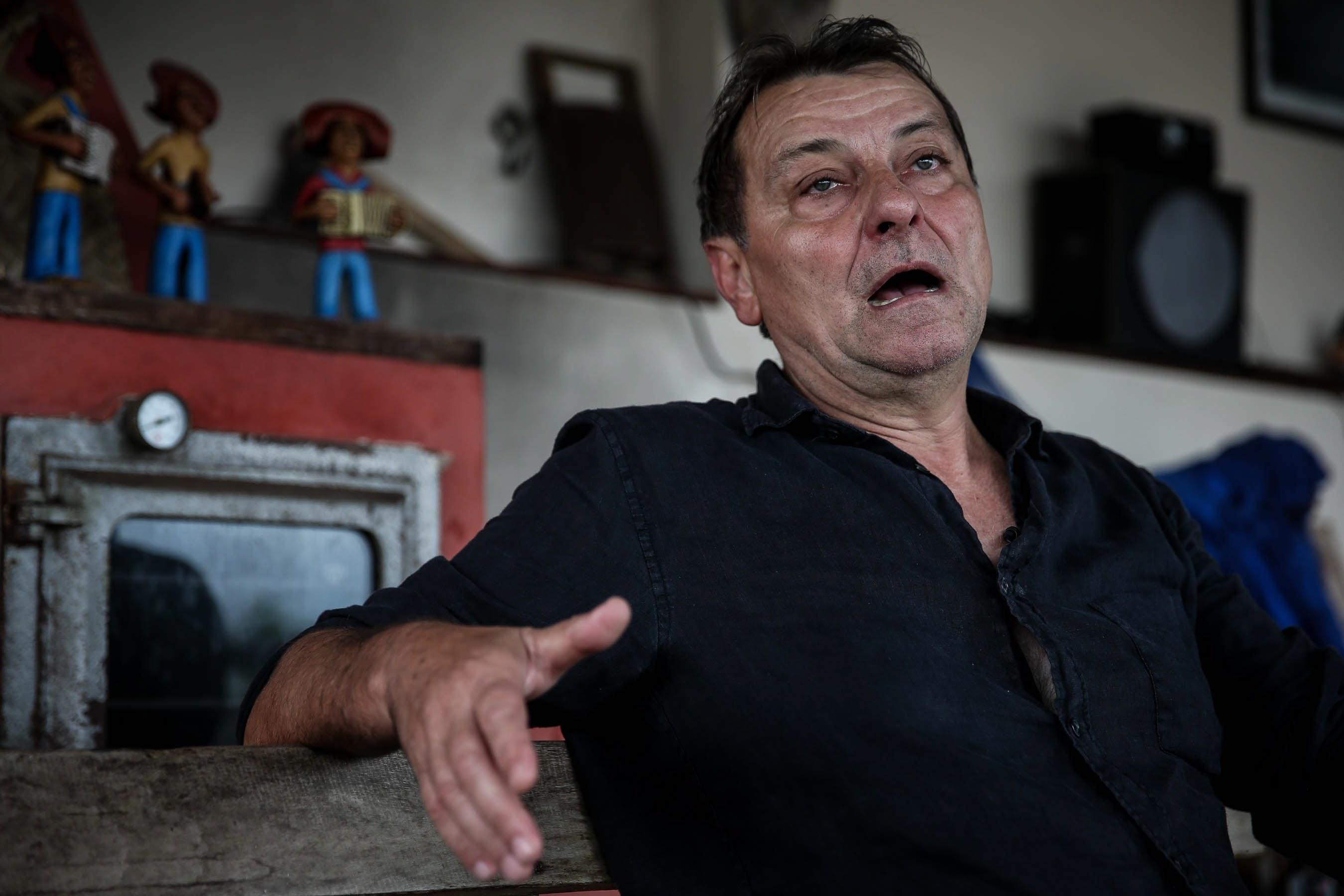 Michel Temer assina extradição do italiano Cesare Battisti