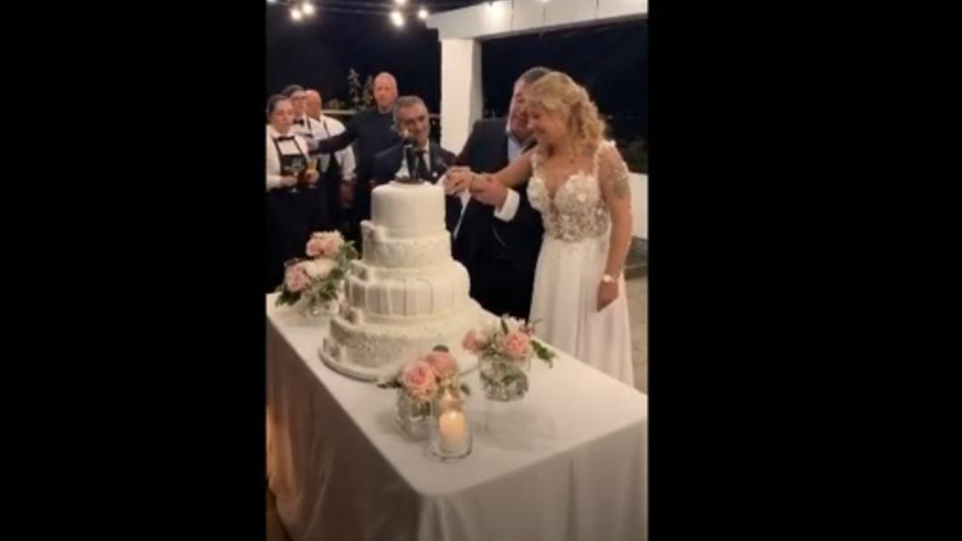 Casamento de Toy e Daniela: o corte do bolo