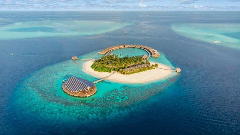 Quer saber como é um resort luxuoso nas Maldivas e quanto terá de desembolsar para lá ficar?