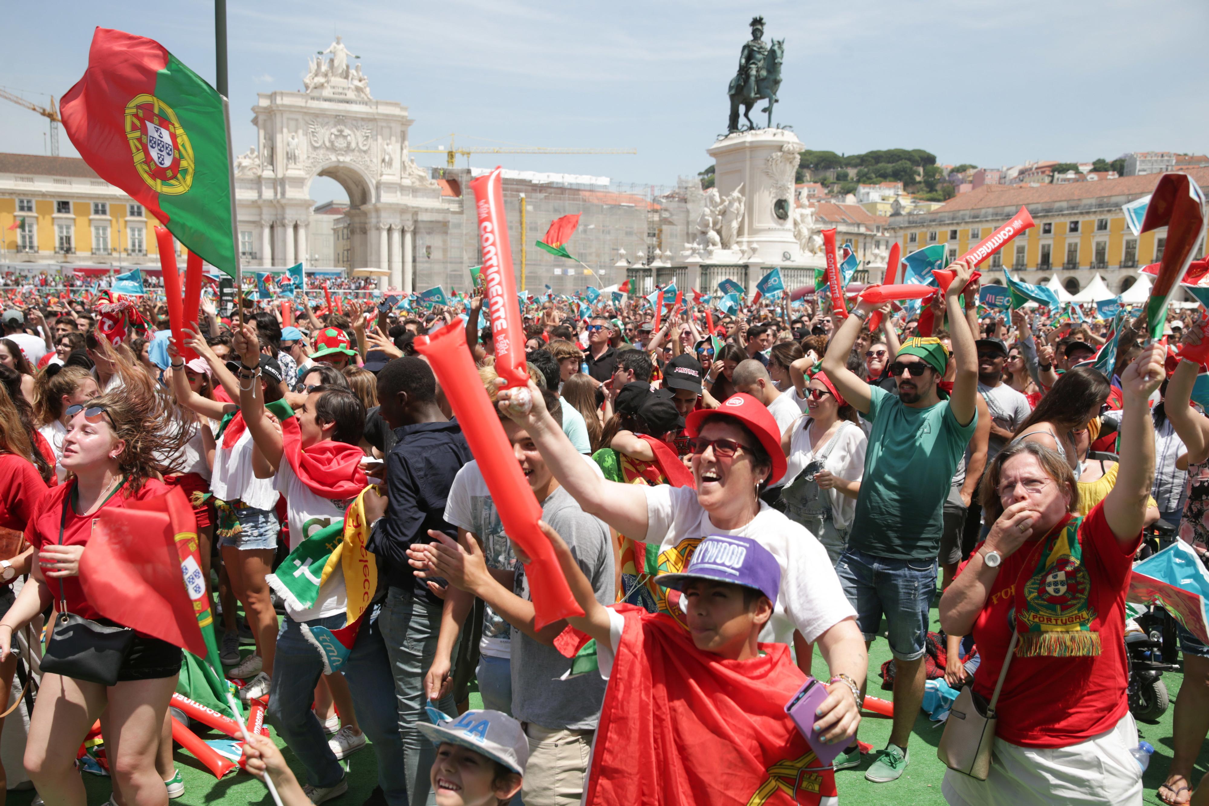 Reportagem: O país não parou para ver o Portugal-Marrocos, mas houve quem parasse de trabalhar