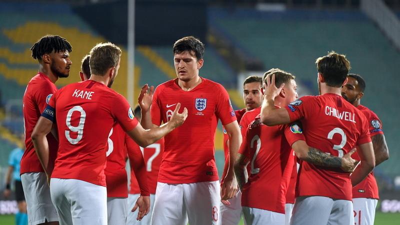 Euro 2020: Inglaterra goleia Bulgária por 6-0. Jogo interrompido duas vezes devido a cânticos racistas