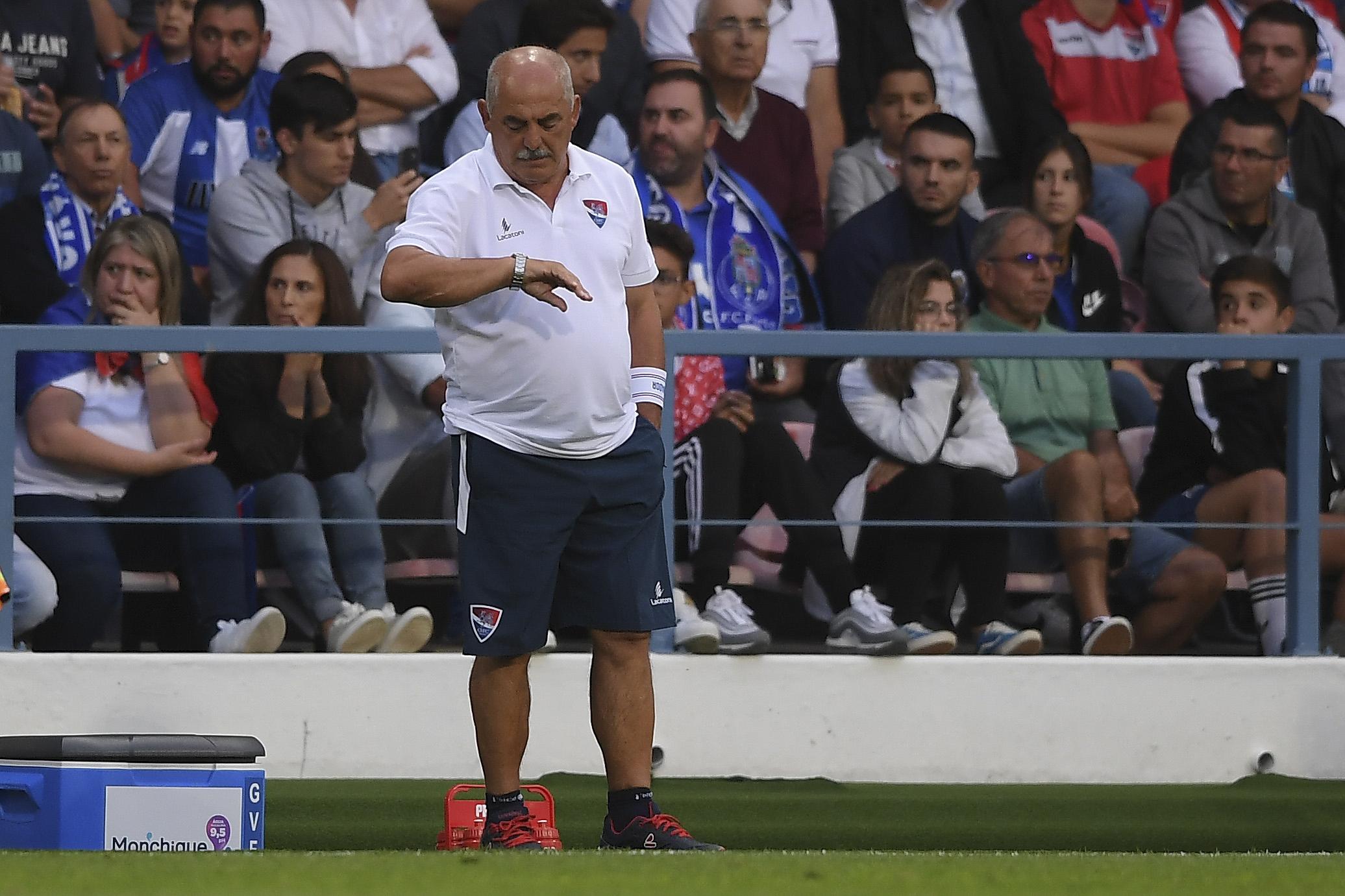 """Vítor Oliveira: """"A vitória sobre o FC Porto deixou-nos um bocadinho nas nuvens"""""""