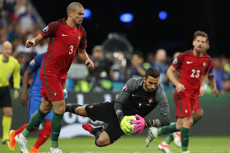 Pepe junta-se a Ronaldo e Patrício na corrida à Bola de Ouro