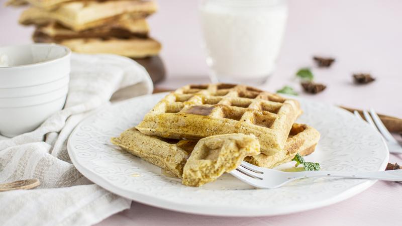 Waffles de cenoura e especiarias com xarope de agave: tem de experimentar!