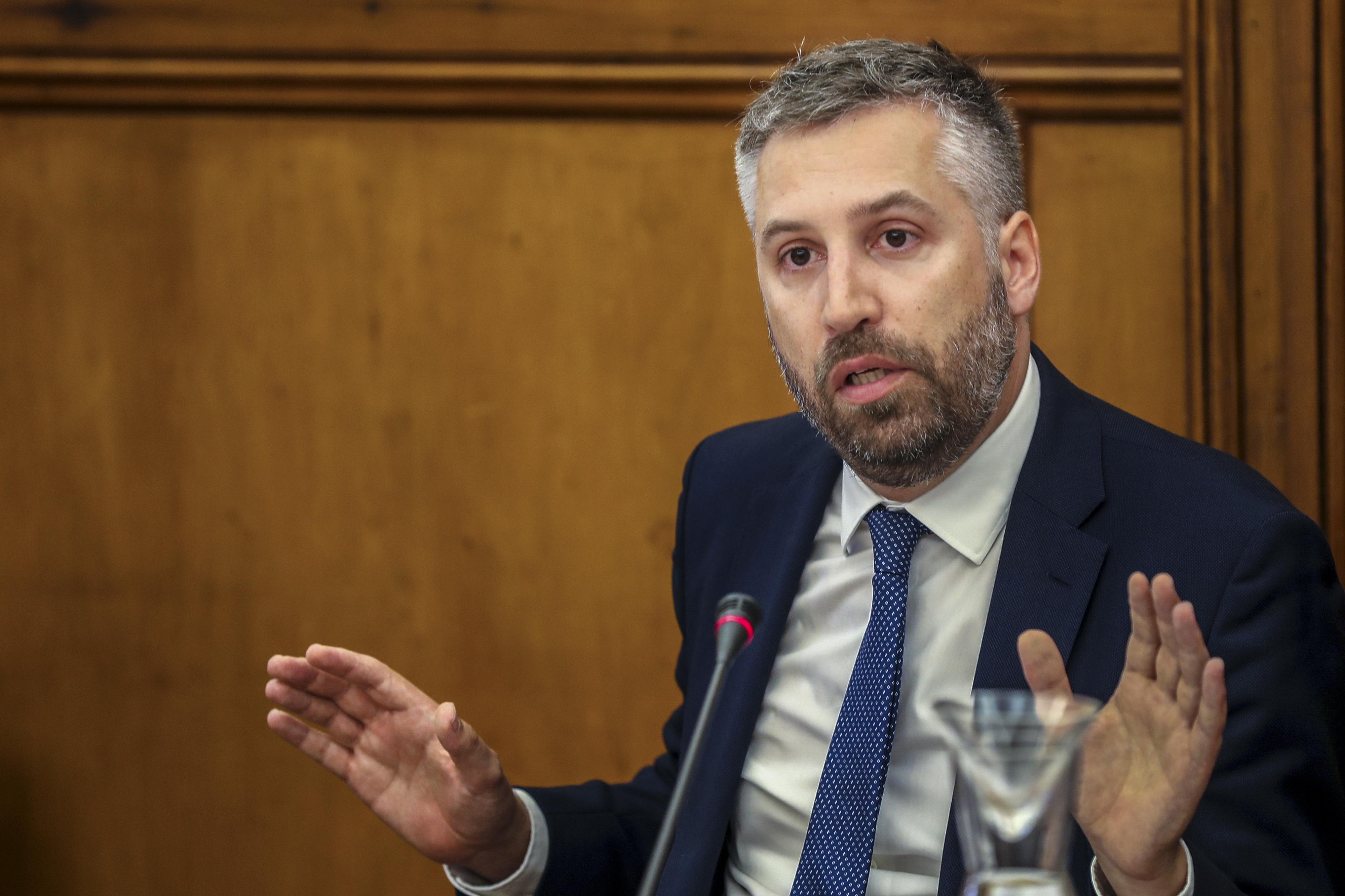 """Ministro quer acabar com """"desporto do para-arranca"""" nas infraestruturas"""