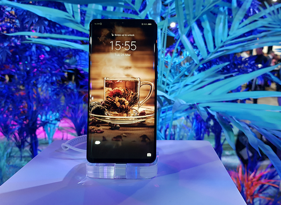 """Deco aconselha consumidores a """"aguardarem"""" antes de comprarem novo telemóvel da Huawei"""
