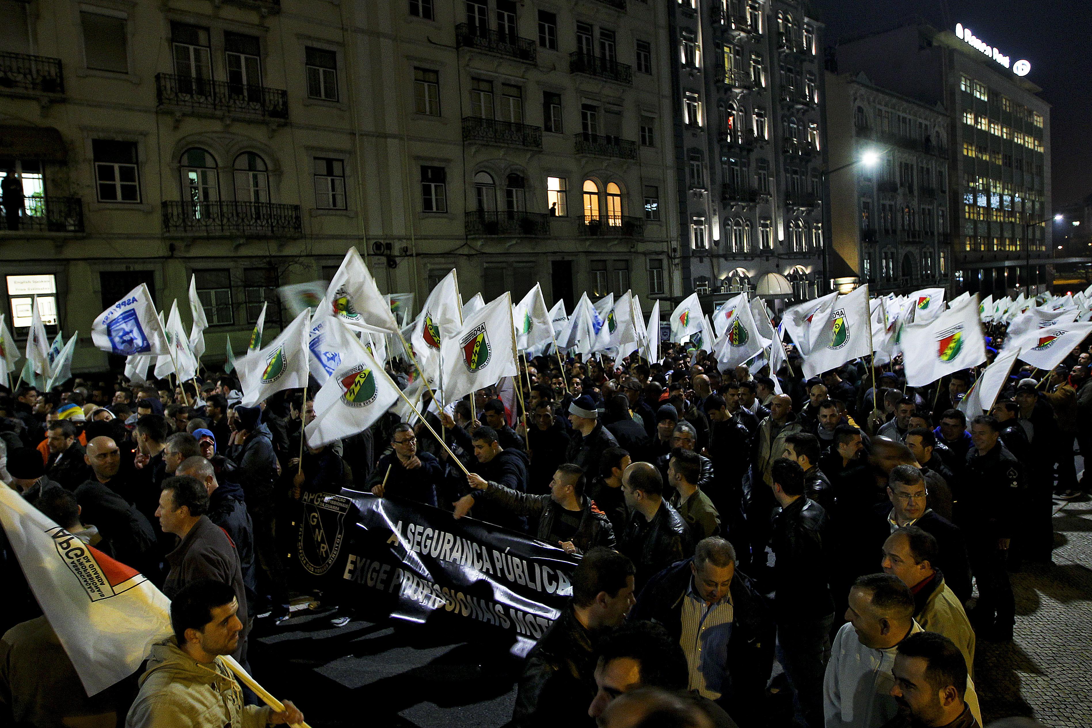 """A PSP e a GNR saem à rua hoje. Será mesmo a """"maior manifestação"""" de sempre? Dez perguntas e respostas para perceber o protesto"""
