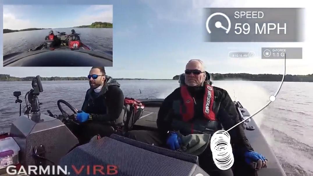 Pai e filho são cuspidos de lancha ao tentar fazer curva a mais de 90 km/h