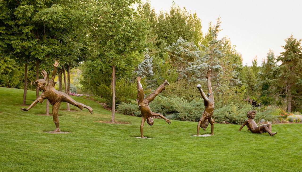 EUA: Uma exposição de esculturas em bronze que celebra as crianças