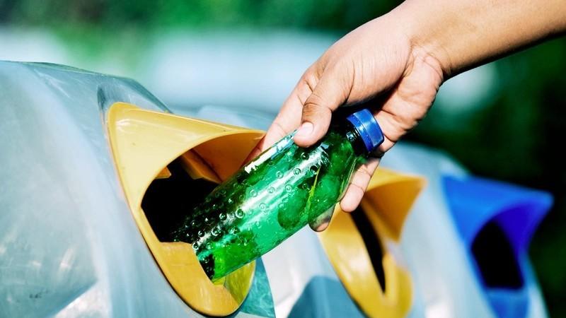 Projeto para devolver garrafas de plástico nos supermercados deverá arrancar no primeiro trimestre de 2020