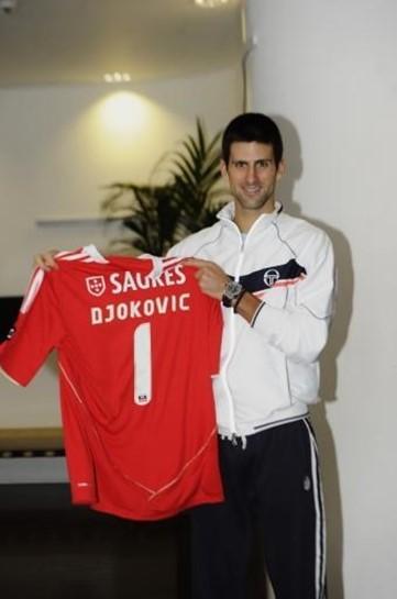 purchase cheap e5652 a51e1 Harden não foi a primeira estrela a vestir 'à Benfica ...
