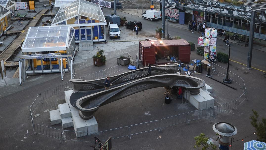 Veja as fotos da primeira ponte de aço impressa a 3D