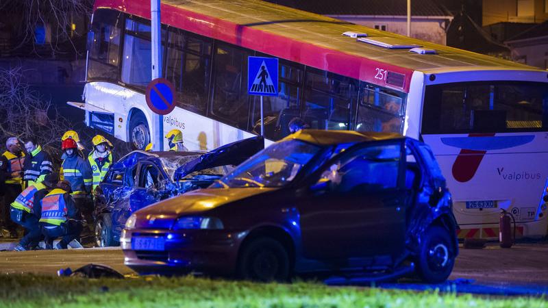 Dois mortos em acidente com dois autocarros e três viaturas em São Mamede de Infesta