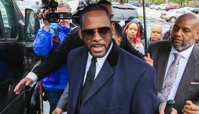 Tribunal decide manter R. Kelly preso: cantor pode ser condenado até 125 anos de prisão