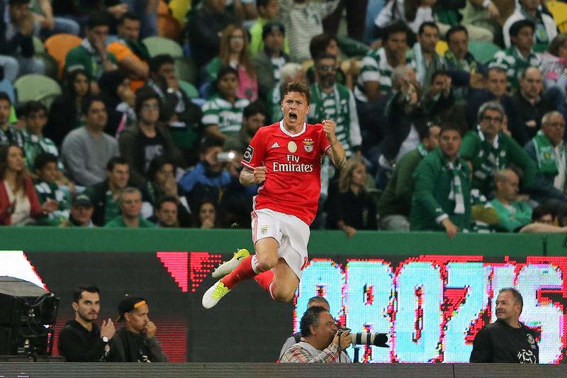 Man. United oferece €45 milhões por Lindelof, mas Benfica pede 60