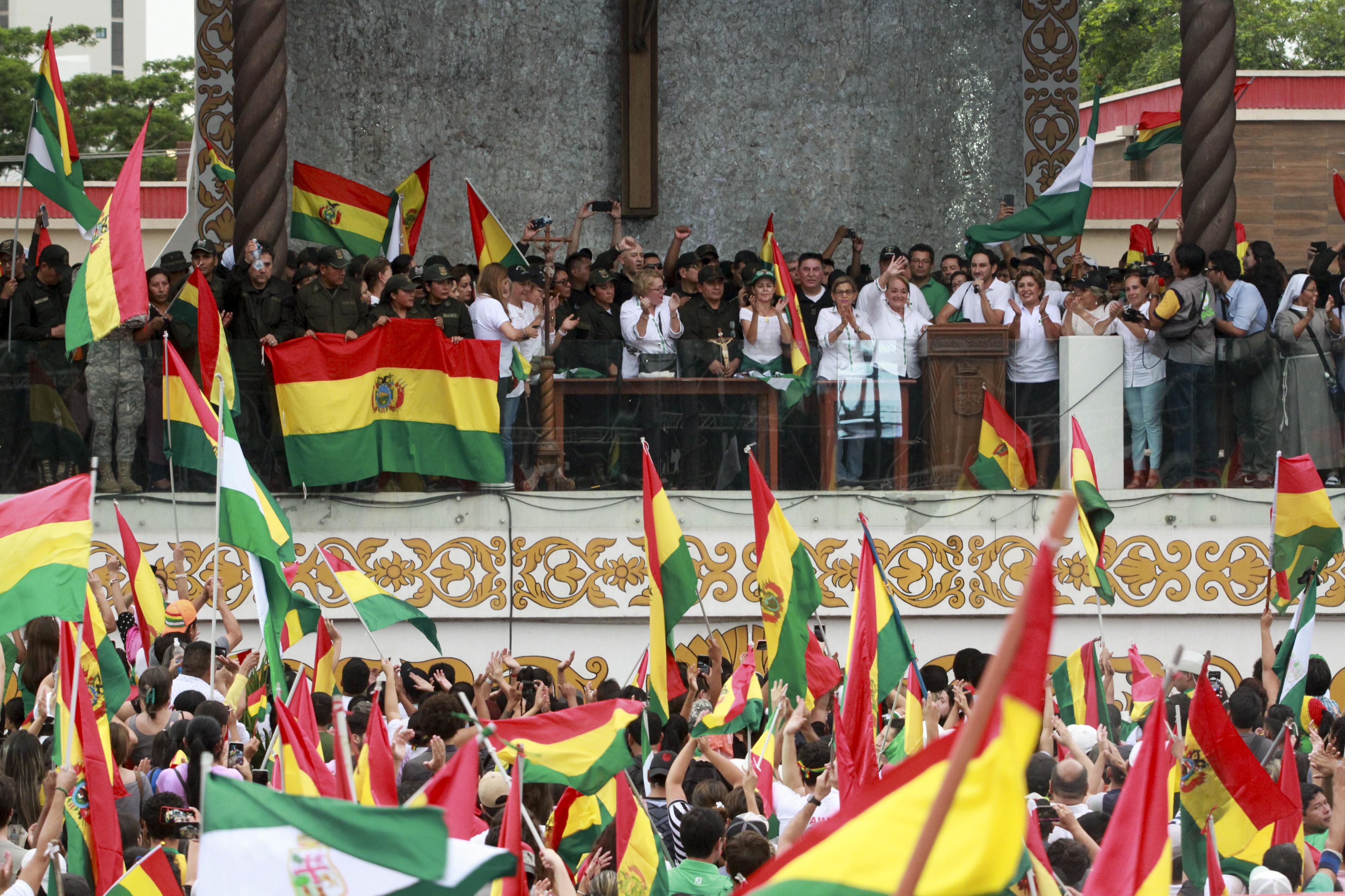 Bolívia. Presidente vai convocar eleições nas próximas horas