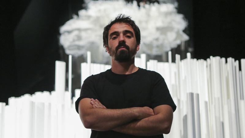 Vhils tem duas novas obras em Paris