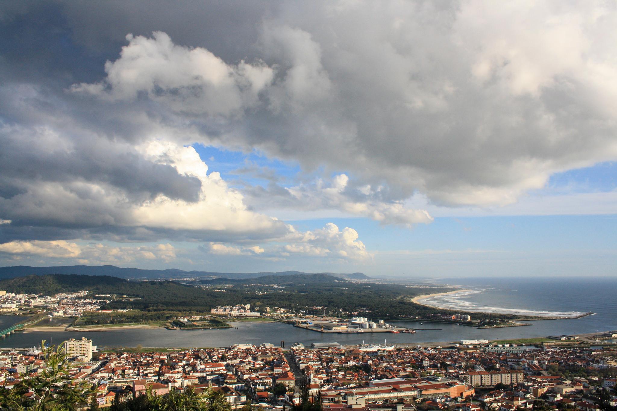 Cerca de 40 pais exigem transporte seguro para alunos de agrupamento de Viana