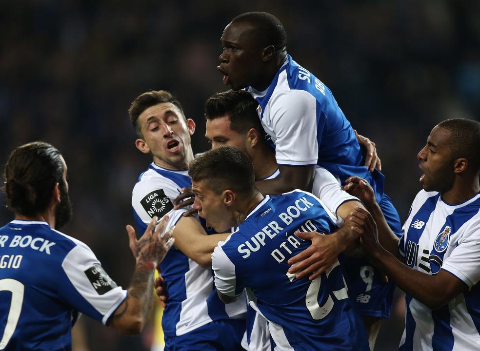 Dois golos do FC Porto e duas consultas ao VAR. Assim foi o dérbi portuense