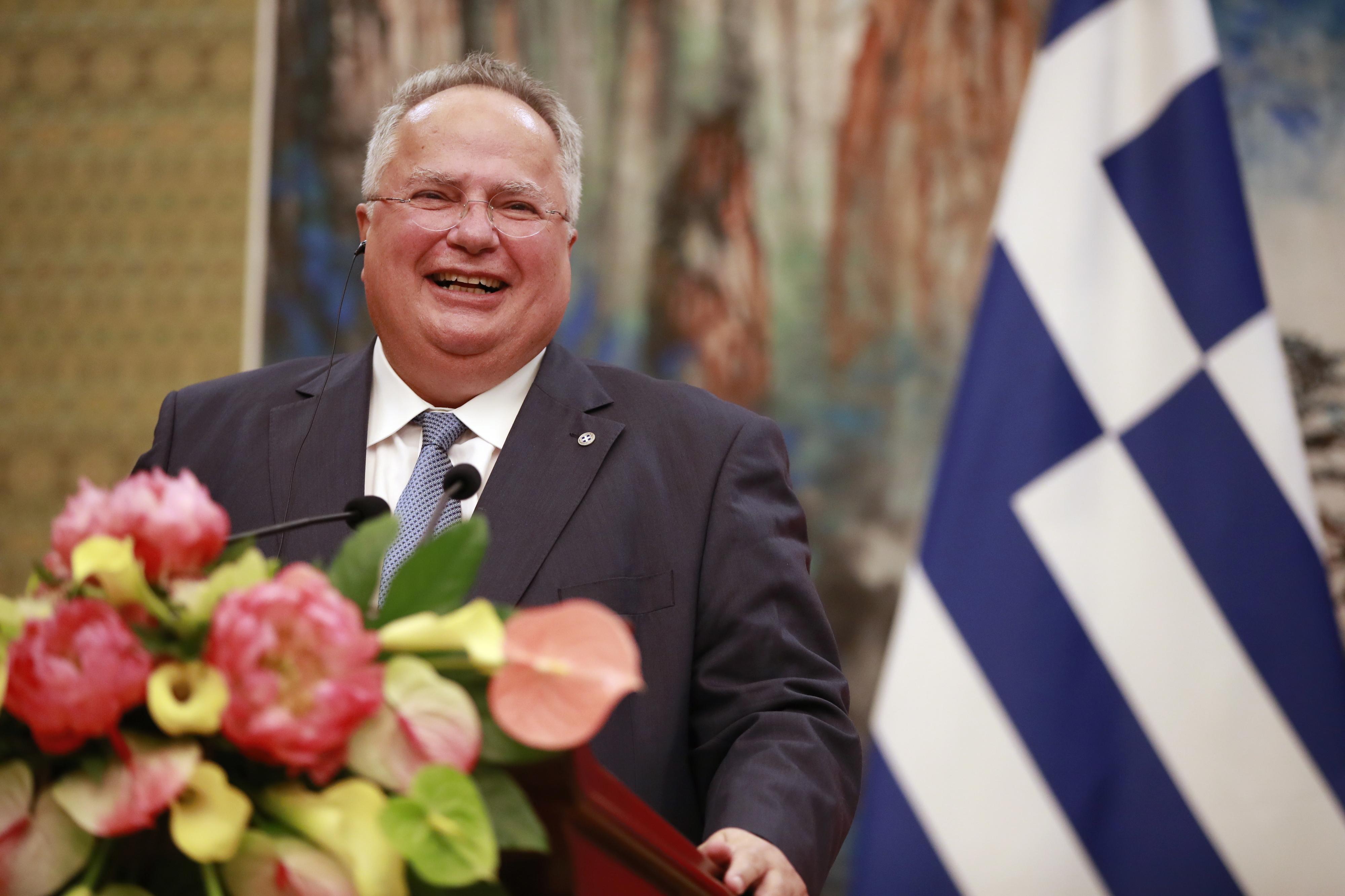 Ministro dos Negócios Estrangeiros grego demite-se depois de desentendimento sobre acordo com Macedónia